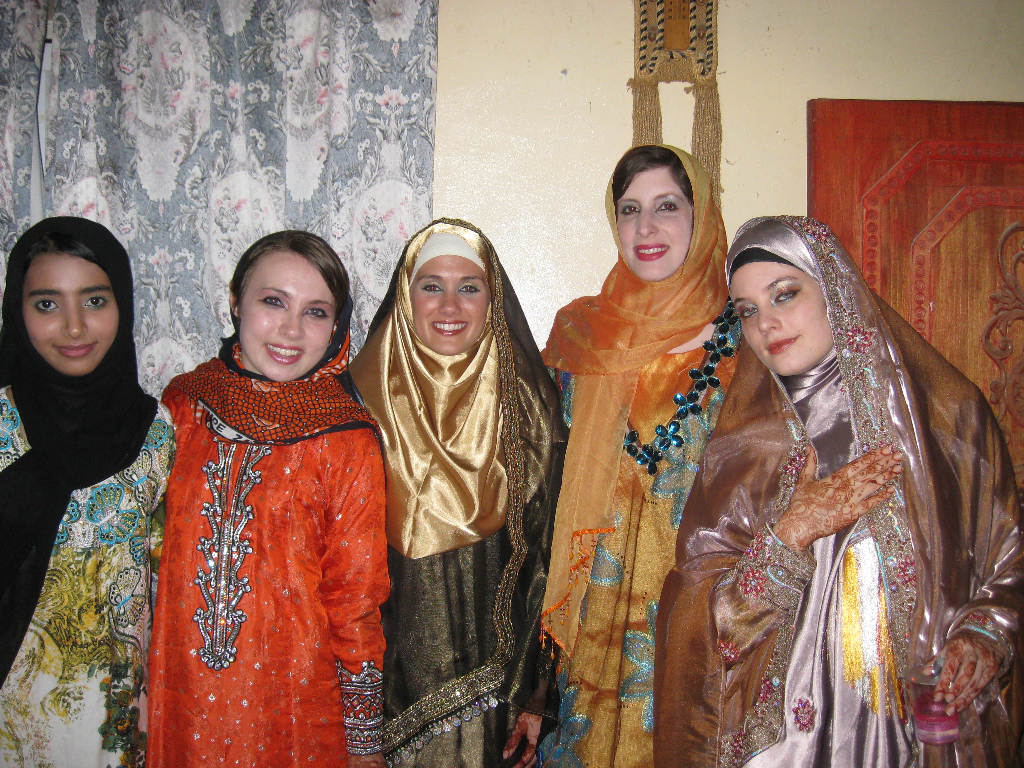 Guest blog going to an omani wedding from marissa roaming olivia